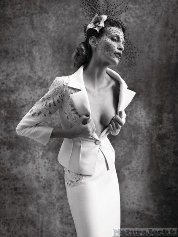 http://2.bp.blogspot.com/_6ANko4sjweM/SxPo0DcURzI/AAAAAAAAXJA/1y2hyePTr00/s1600/Avant+Garde+female_5_Dresses.jpg