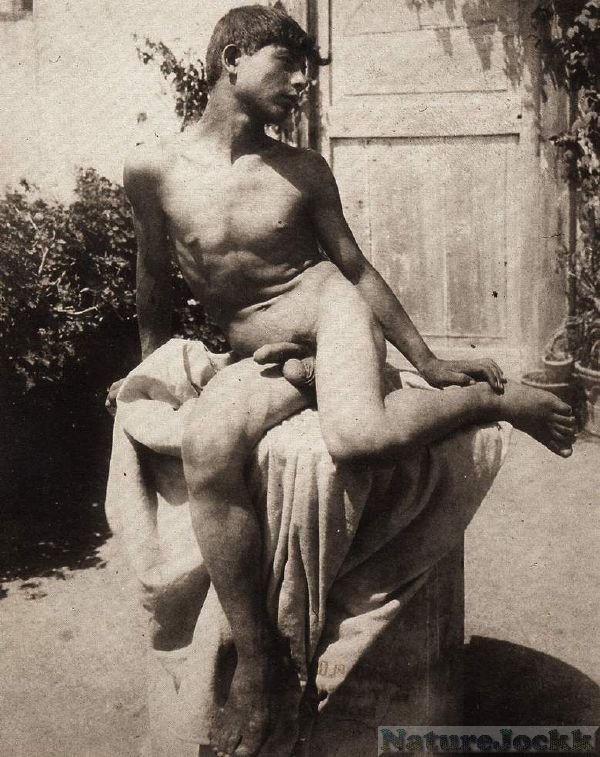 [vintage+male+Nude_2.jpg]