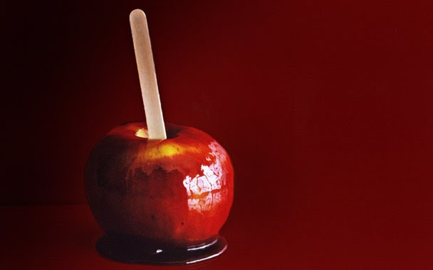 SimplyHeddyShea: Food Friday! The Caramel and Candy Apple- Yum!