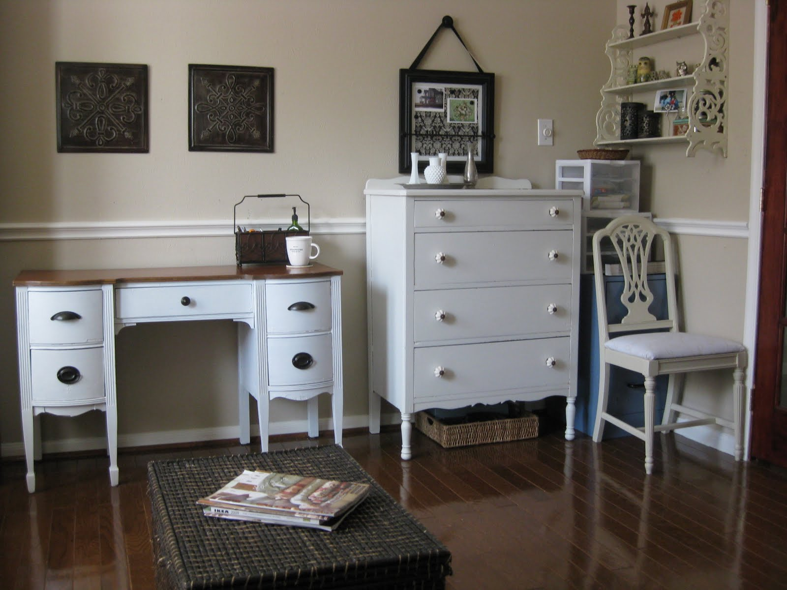 kiwi in texas garage sale chest of drawers. Black Bedroom Furniture Sets. Home Design Ideas