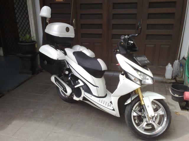 Modifikasi Yamaha Vario Black White
