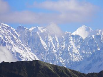 पहाड़ों पर बर्फ