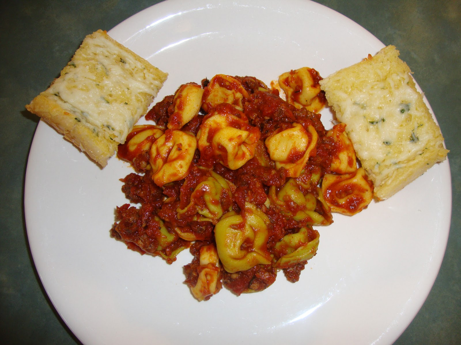 ... Slow Cooker Adventures: Cheese Tortellini with Italian Sausage Pasta