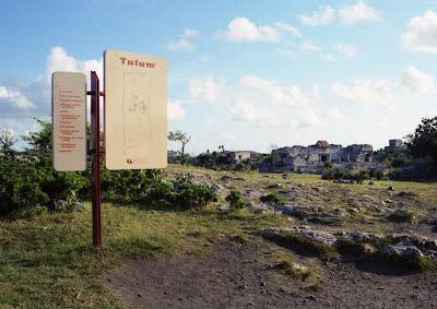 cartel ruinas de Tulum