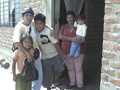 VISITANDO A LOS NIÑOS DEL CENTRO CALEB EN SUS CASA