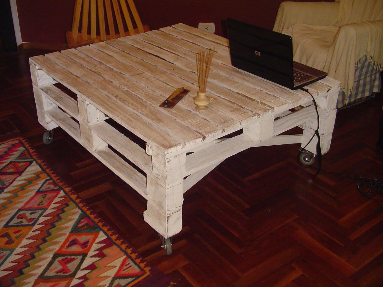 de melamina color haya con borde de madera color wengue con patas de