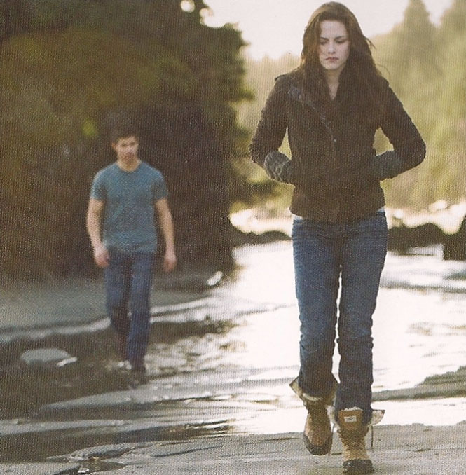 [Bella+nd+Jacob+walking.jpg]