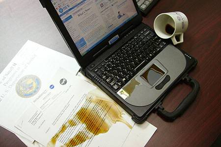 http://2.bp.blogspot.com/_6Lm8GHQV-tE/SuBb3wdg1CI/AAAAAAAAAo4/Aj-Q7hsrmS8/s1600/notebook-coffee-damage-1.jpg