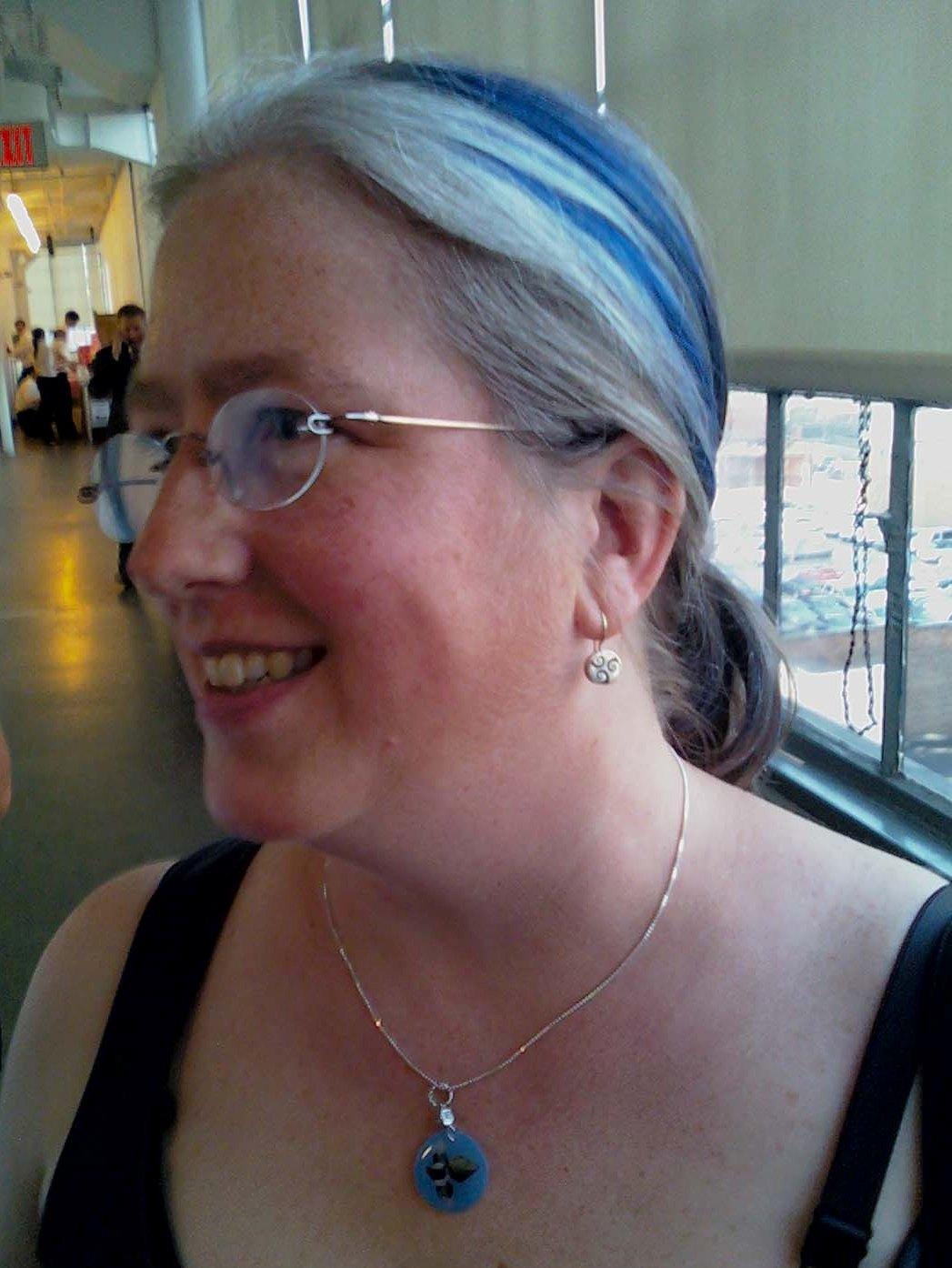 http://2.bp.blogspot.com/_6MKBhuBDOSk/TGBvz4D08eI/AAAAAAAADXE/riFUmHcIZmA/s1600/Wild+Blue+Hair.jpg