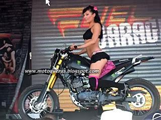 Mujeres Desnudas En Moto Una Foto De Atrevidas