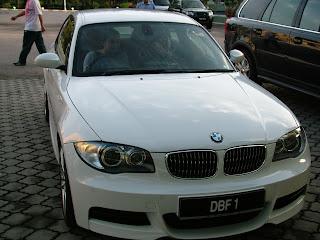 Manohara menyetir Mobil Hadiah Perkahwinan
