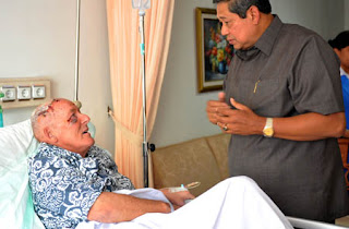 Presiden SBY mengunjungi seorang warga negara asing yang menjadi korban ledakan