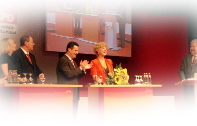 Die Genossen begrüßen Gesine Schwan in Nürnberg