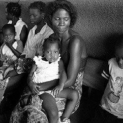 [image-du-mozambique-denfants-ayant-le-sida-par-graciela-iturbide_1170696958.jpg]