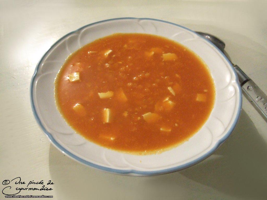 soupe la carotte aux lentilles corail et au tofu une. Black Bedroom Furniture Sets. Home Design Ideas