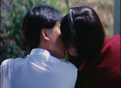 楊醒波:「這是我們的初吻,之後我們誰也沒有再提過這件事情,到現在我都不明白,當時她願意跟我接吻,是因為她心裡面不快樂,還是她真的有點喜歡我,這世界上有很多事情本來就沒有答案。」