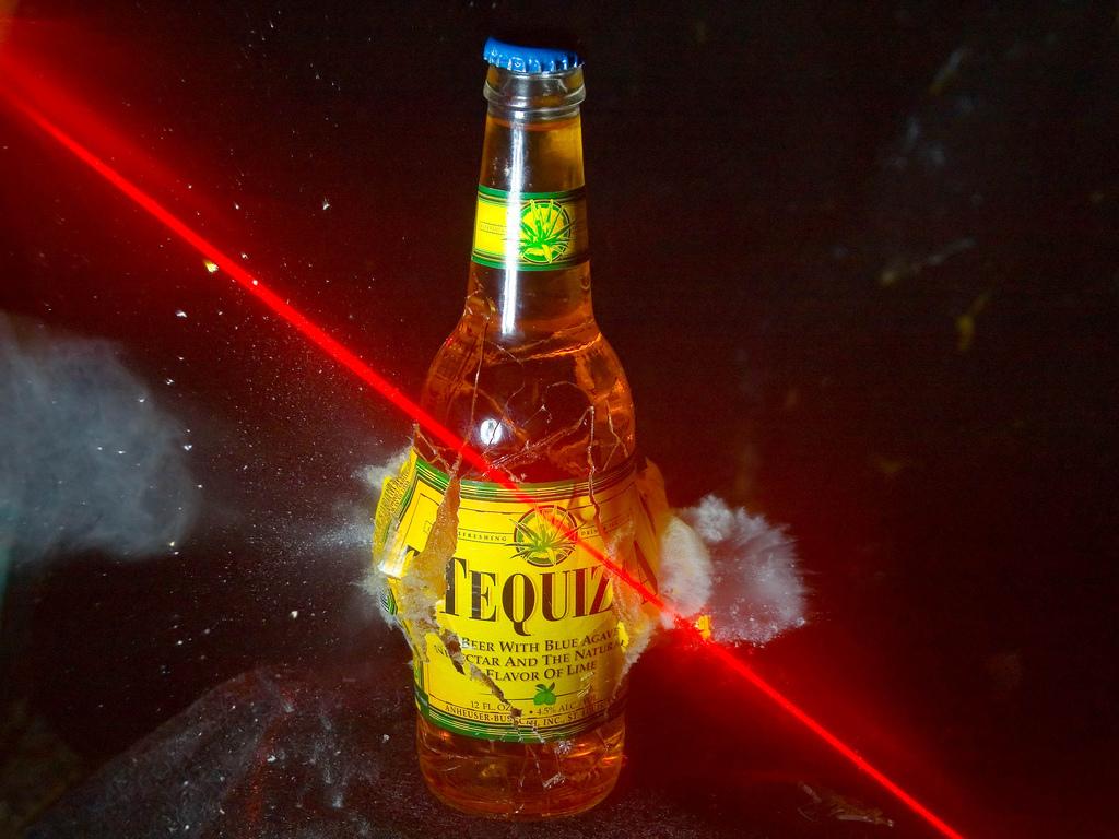 http://2.bp.blogspot.com/_6PqtIzGjN3U/TTqJT604VdI/AAAAAAAAAw0/R_SwZUmfEr0/s1600/The+Colorful+Shots+High+Speed+of+Bullet+Photography+%252810%2529.jpg
