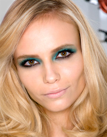 hair color for pale skin green eyes. This time the colour is a