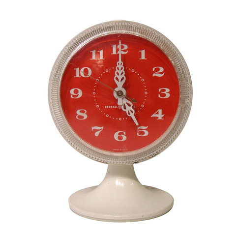Cococozy three flea market finds that i heart for Cool nightstand clocks