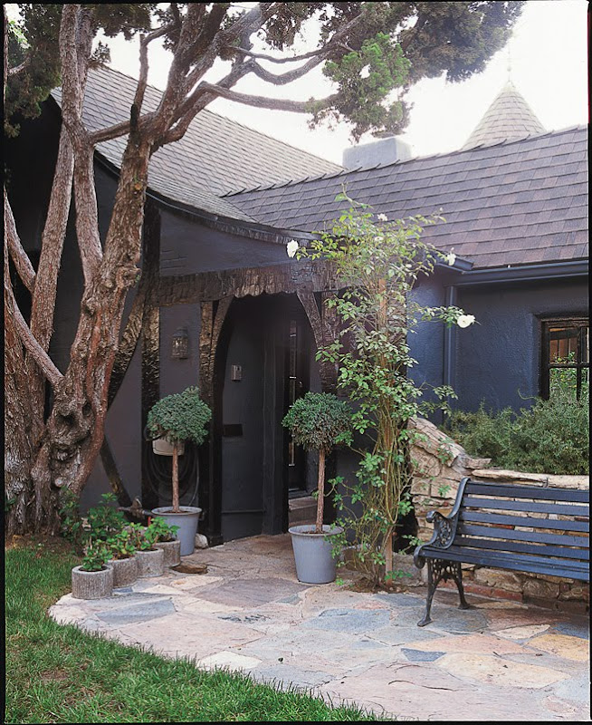 Exterior of Kathleen and Maurizio Almanza's LA home