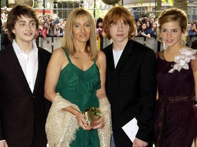 external image Potter+Cast+and+JK+Rowling.jpg