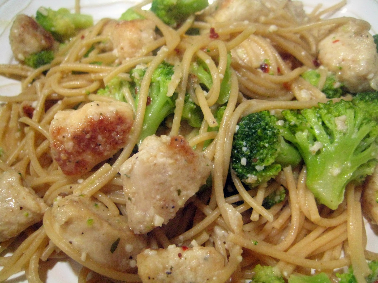 Chicken And Broccoli Pasta With White Wine Sauce