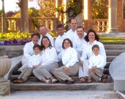 familia que lava unida posa unida