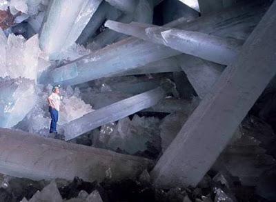 http://2.bp.blogspot.com/_6T3M07c4gFs/SOl3CtTU5fI/AAAAAAAABiQ/KT4EQ6_IZx4/s400/fortress-of-solitude-cave.jpg