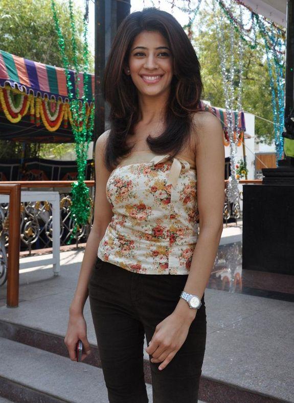 [banusri-actress-stills-pics-photos-05.jpg]