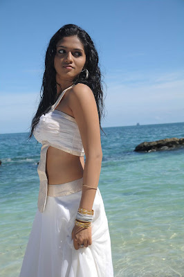 hot-sexy-actress-young-kollywood-tollywood-heroine-sunaina-tamil-telugu-celebrity-sunayana-beach-seashore