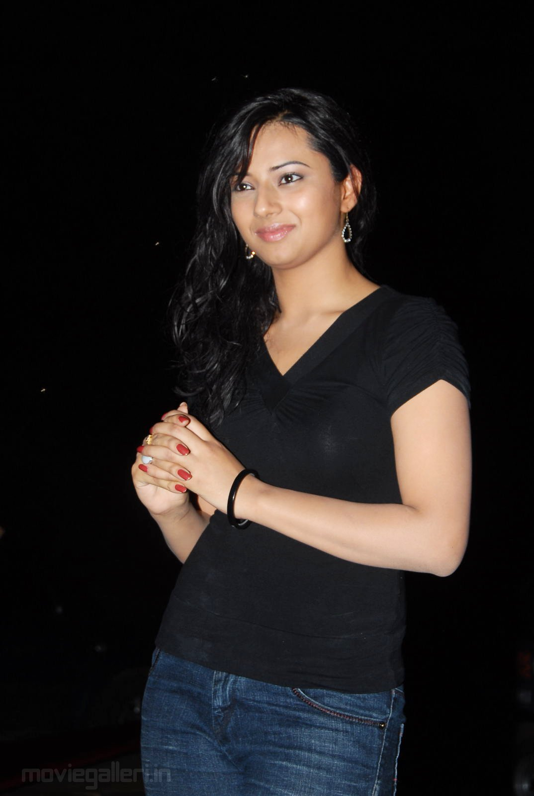 ... chawla cute gallery prema kavali movie actress isha chawla wallpapers