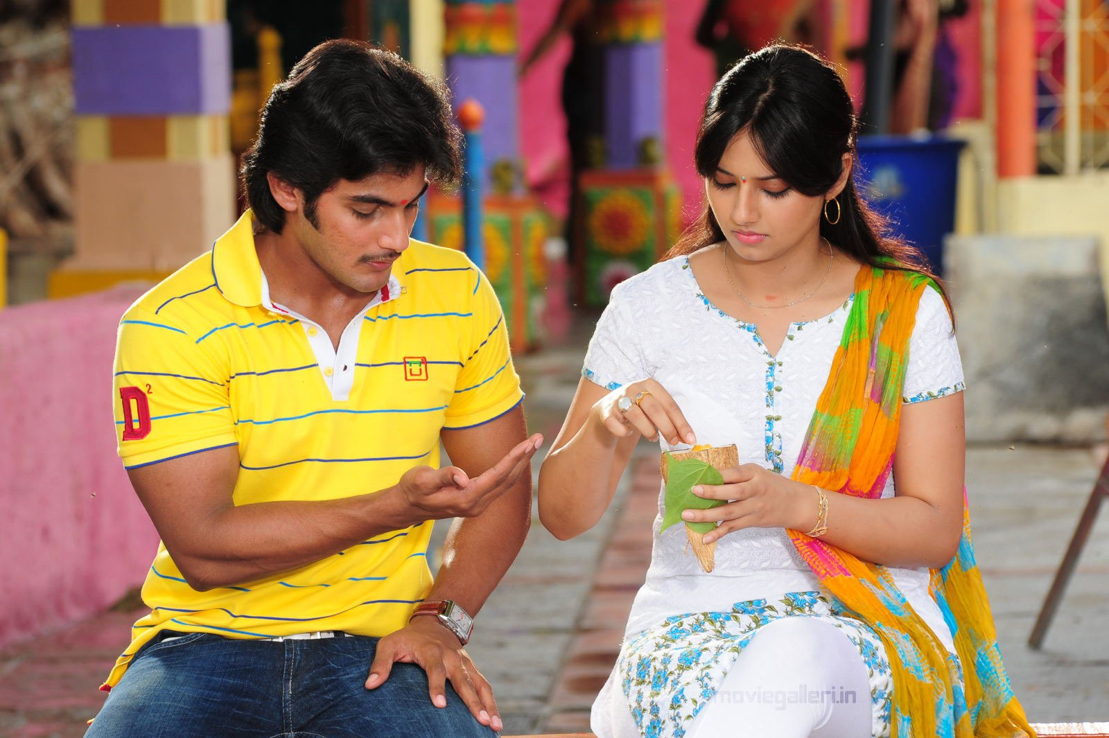 http://2.bp.blogspot.com/_6Vr9b9OoZno/TNzdAeFPGTI/AAAAAAAADmM/faxwnSMKwc0/s1600/prema_kavali_movie_stills_wallpapers_01.JPG