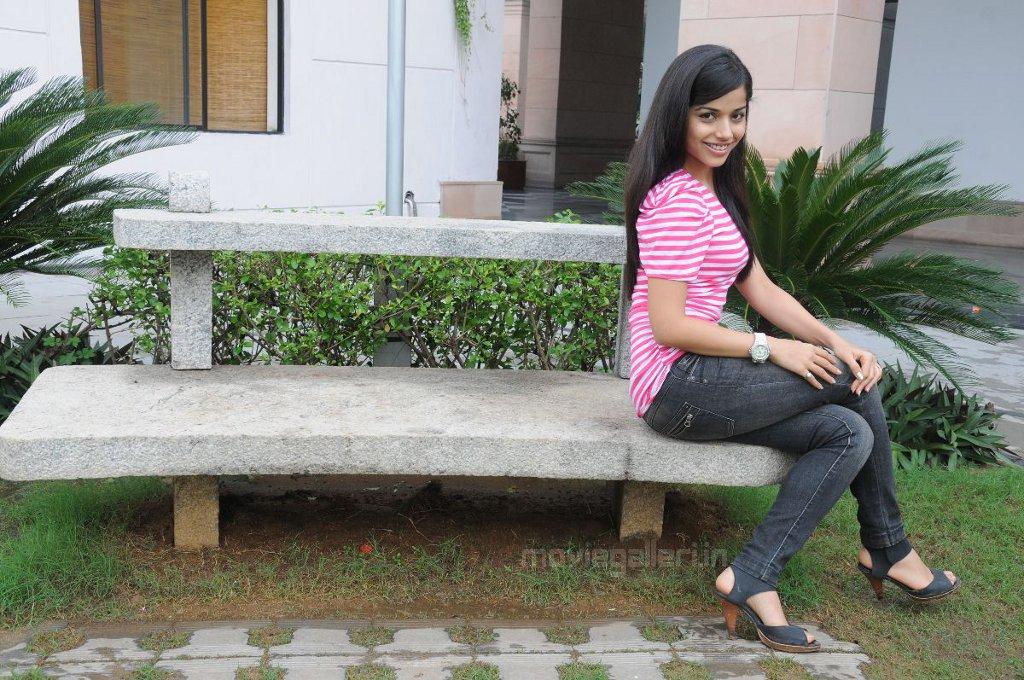 , Actress Aparna Sharma Hot Stills