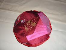 Cojin de seda tonos en rojo