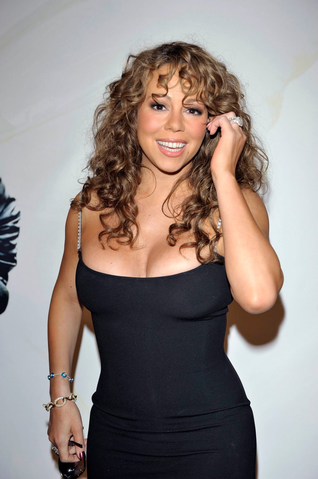 http://2.bp.blogspot.com/_6WjpEjfw51o/TGXraop0YCI/AAAAAAAAGJA/t7ADsnbDSy4/s1600/mariah_carey_fat_cleavage_dress.jpg