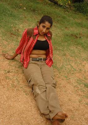 INDINA ACTRESS KAVERI HOT POSES