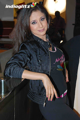 BOLLYWOOD ACTRESS urmila matondkar camel toe PICS