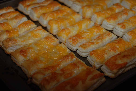 whisk a food blog allumettes au fromage puff pastry strips with cheese. Black Bedroom Furniture Sets. Home Design Ideas