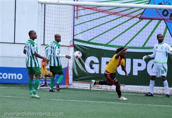 Mambo Núñez cumple este martes una década desde que marcó su primer gol