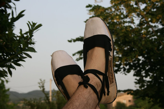 per viatjar, cal anar ben calçat.
