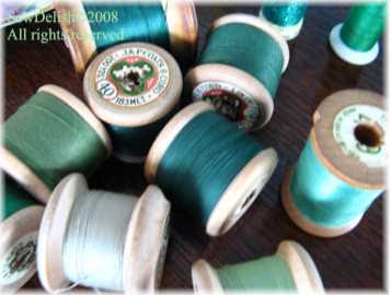 Vintages wooden sewing cotton thread reels