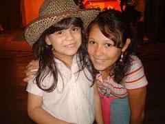 Andrea Cermeño Junto a la animadora Lissie Ibarra