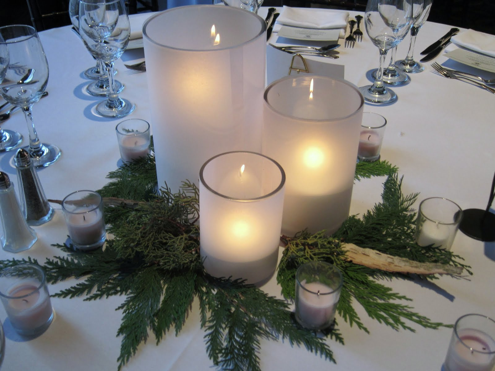 Blush floral design winter white wedding - Idee deco table de noel ...