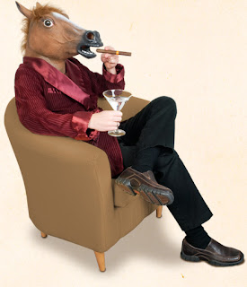 buscador de disfraces: Máscara de caballo perturbadora