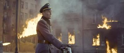 General Tanz Varşova'nın yarısını uçurmakla meşgulken...
