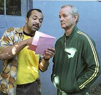 Winston ve Don pembe muktubu inceliyor