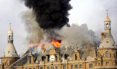 Haydarpaşa Garı'nın çatısı yanarken...