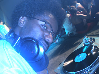 http://2.bp.blogspot.com/_6cQKGV9Lixo/SYidg9BsMYI/AAAAAAAAAAc/yrwzLoT8lgE/s400/DJ_Acoisa.jpg