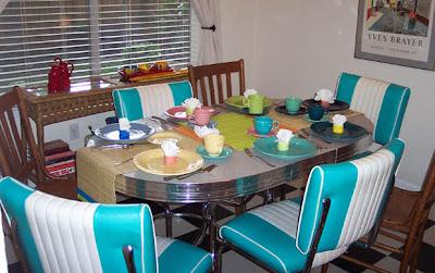 DivasoftheDirt, sophia table