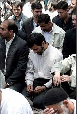 http://2.bp.blogspot.com/_6d_N-r-GTO0/TPSCTRJbKUI/AAAAAAAAAaw/pY4vus92mLk/s1600/Presiden-Mahmoud+Ahmadinejad-unikboss.blogspot.com-4.jpg